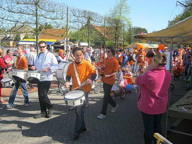 http://www.bravocie.nl/_DommelscheKroonFeesten2012/DKF2012a-(IMG_0992).jpg